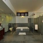 81 Bathroom 7